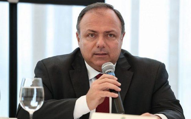 Ministro da saúde Eduardo Pazuello apresenta sintomas e fará teste de covid-19